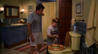 Two and a Half Men 01x04 : If I Can't Write My Chocolate Song I'm Going to Take a Nap- Seriesaddict
